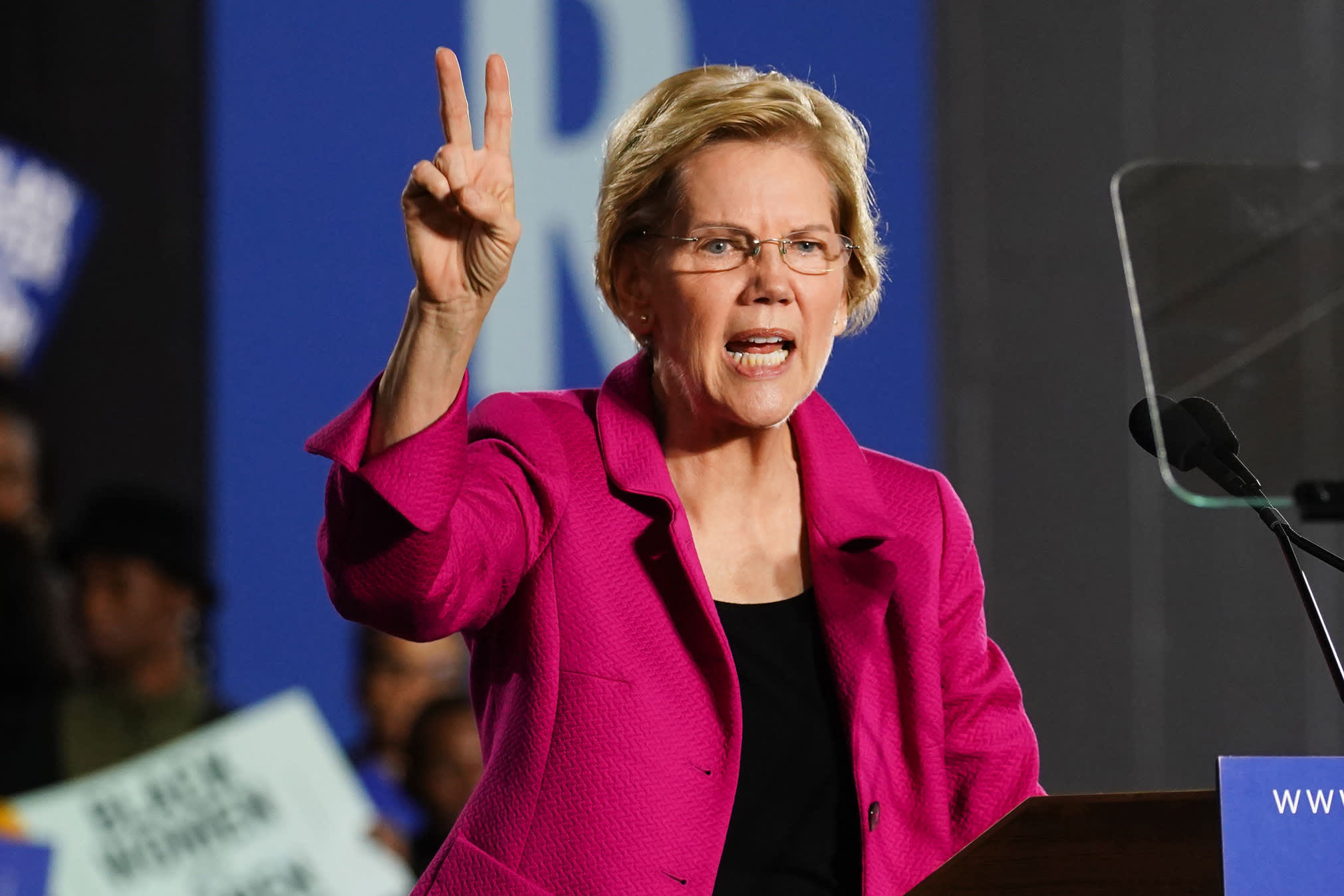 Elizabeth Warren targets Buttigieg and Biden as she seeks to regain momentum in Iowa