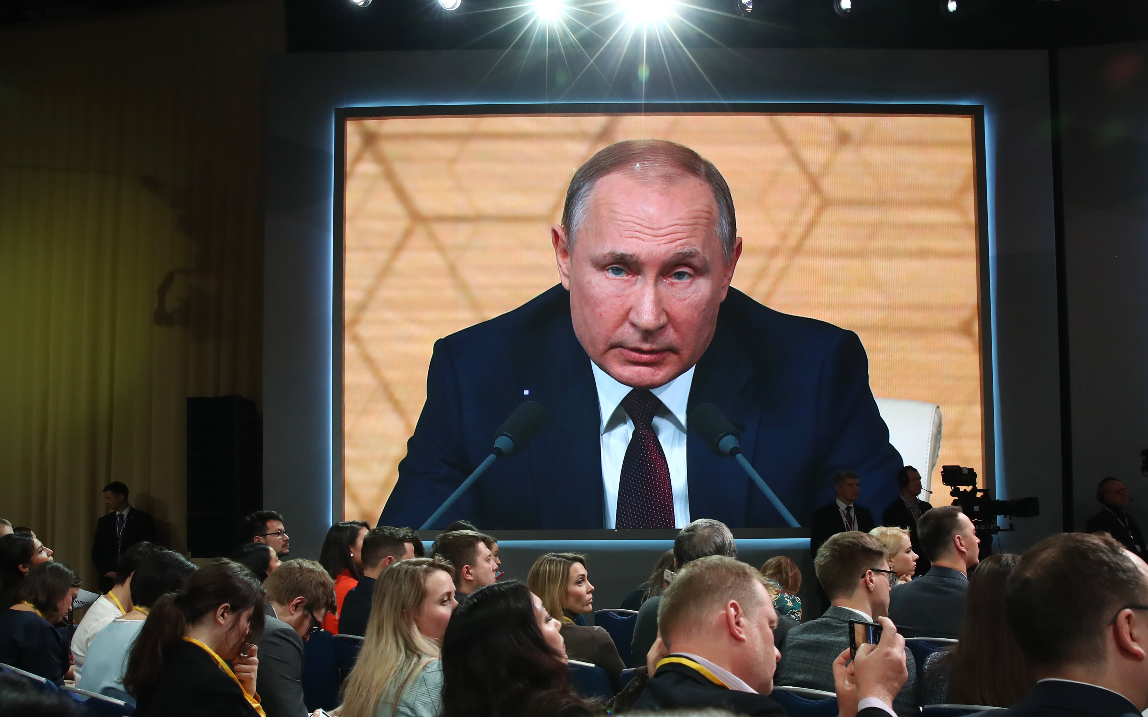 Coronavirus Russia Putin S Popularity Rating Falls To Historic Low