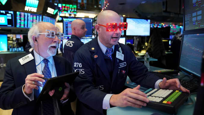 RT: NYSE traders 2020 New Years glasses
