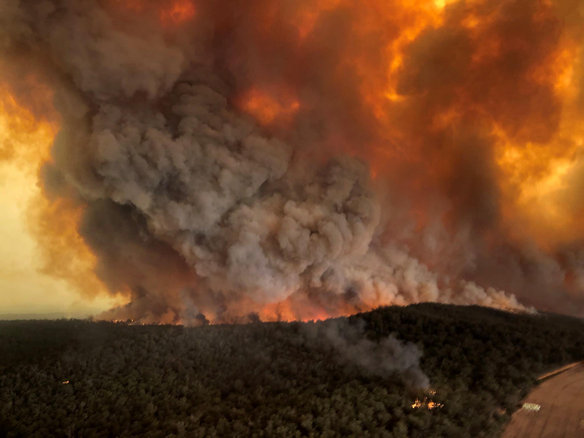 Australia urges a quarter of a million to flee as winds fan massive bushfires