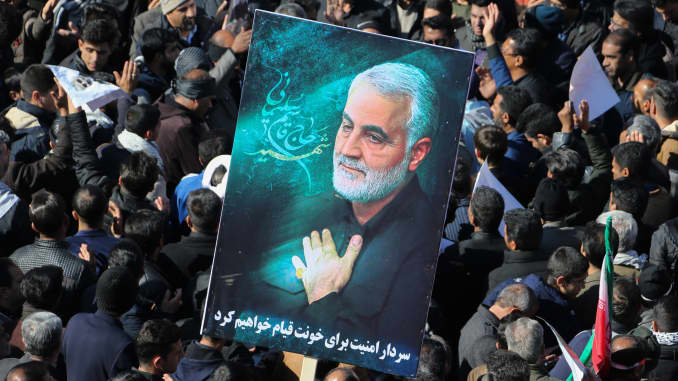 GP: Iran conflict: Iranian mourners gather during the final stage of funeral processions for slain top general Qasem Soleimani