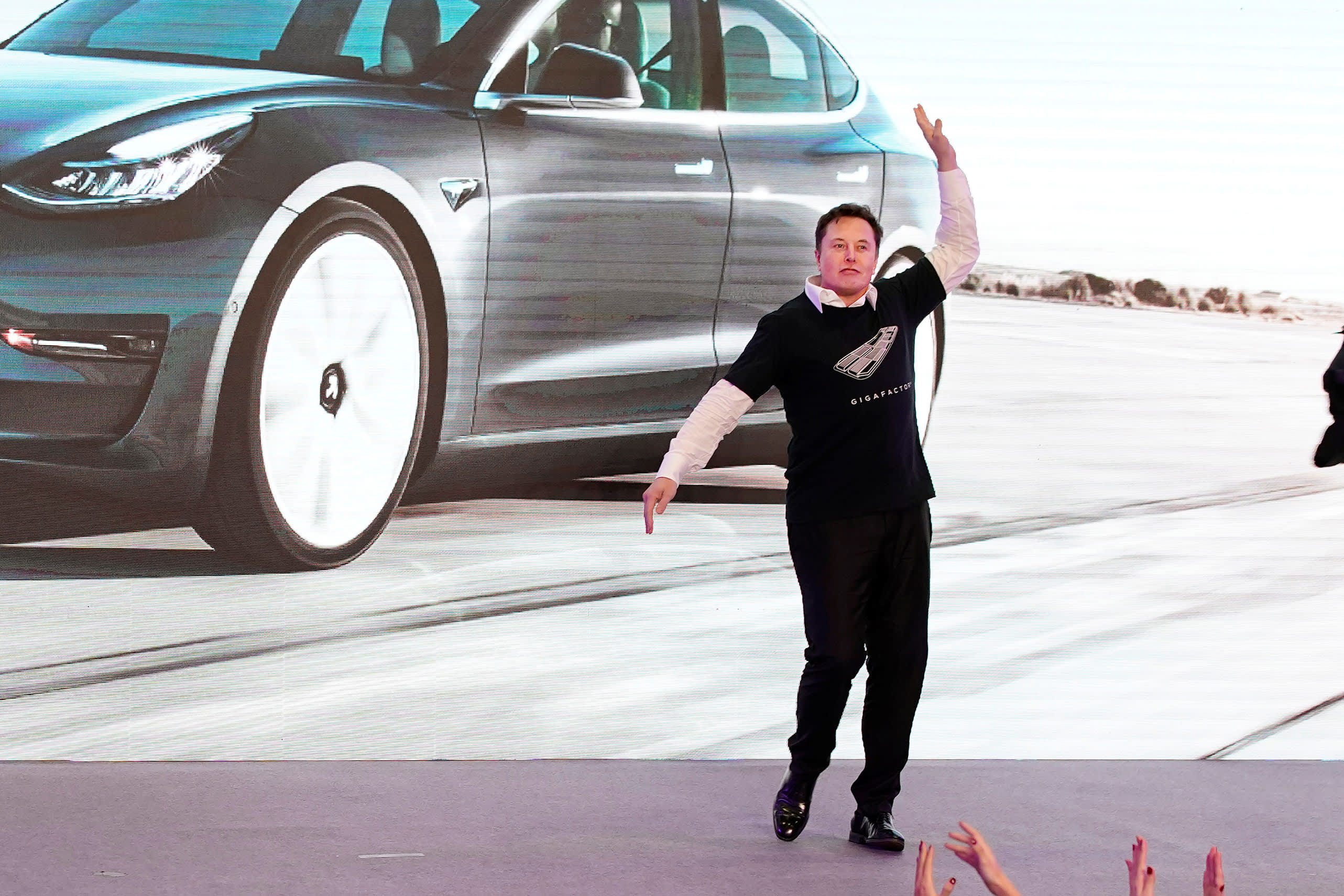 Tesla stock hits $500 for the first time