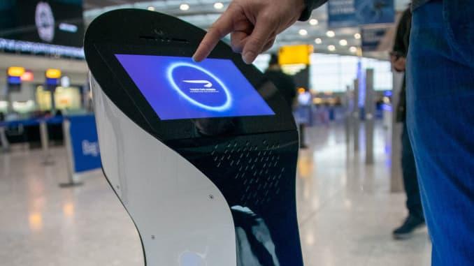 H/O: British airways airport robot
