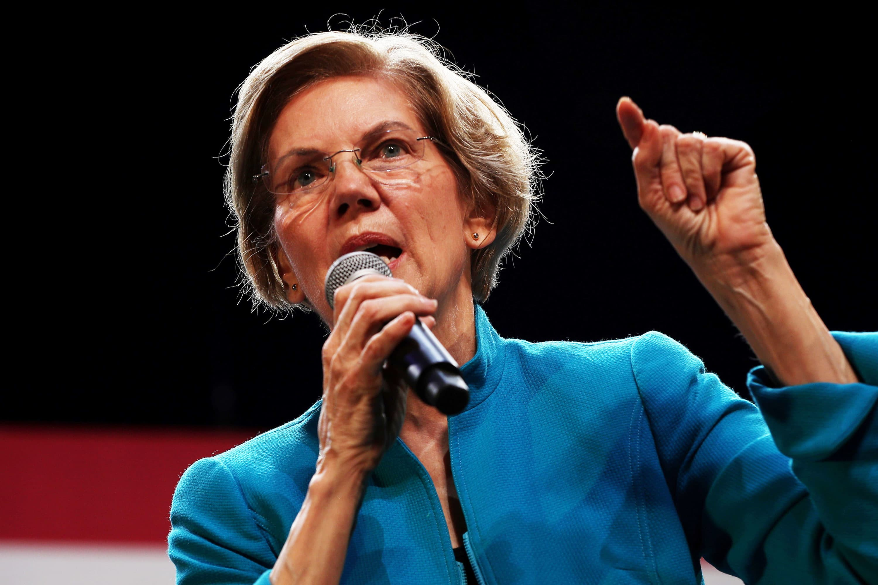 Elizabeth Warren calls for investigation into whether Trump Mar-a-Lago guests traded on advance knowledge of Soleimani killing