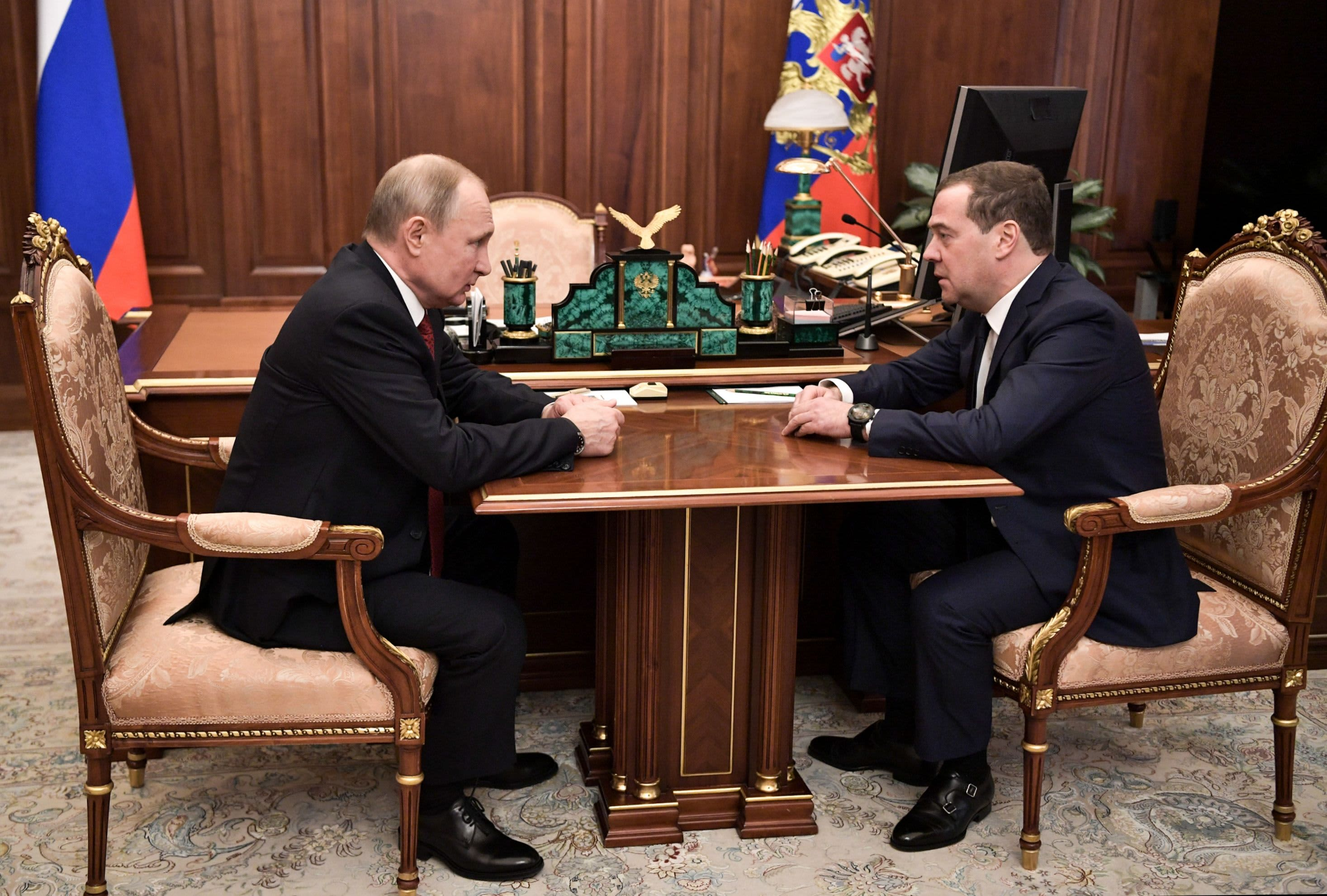 Putin consolidates power as Russian government resigns thumbnail
