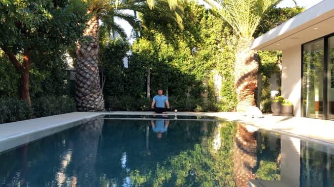 CNBC Make It: kirman meditating