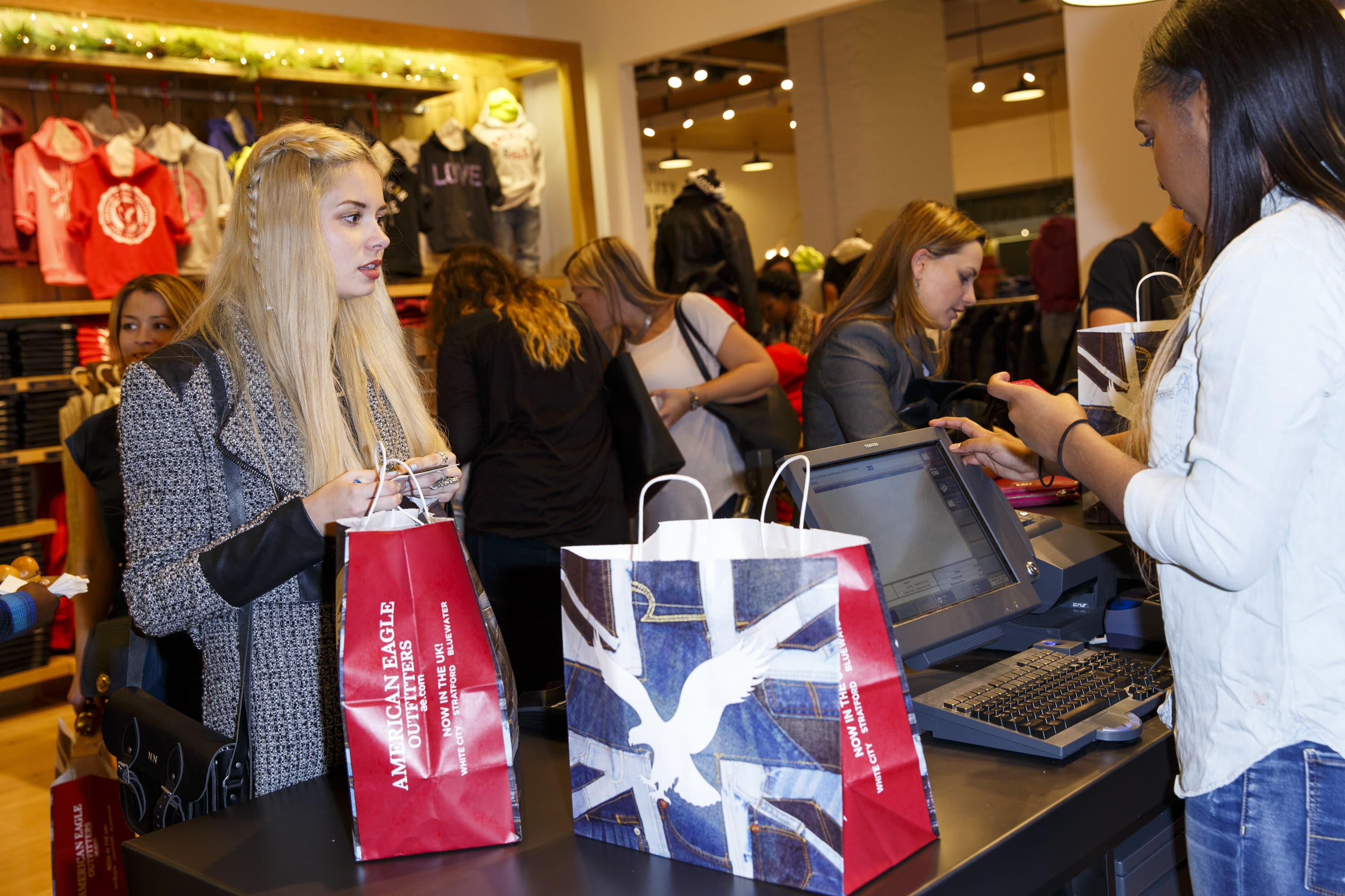 American Eagle's first expansion to the UK didn't work. Here's why it's trying again