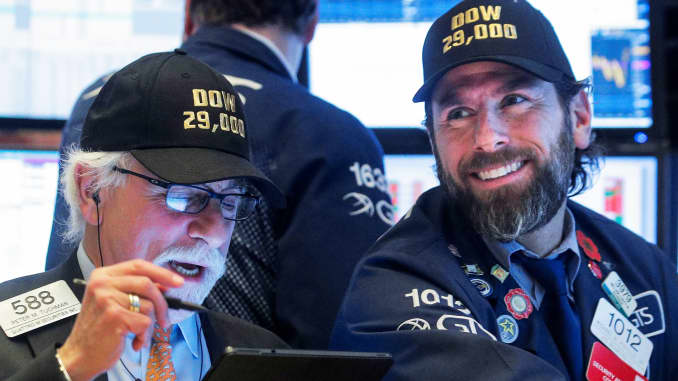 RT: Traders DOW 29,000 hats 200115