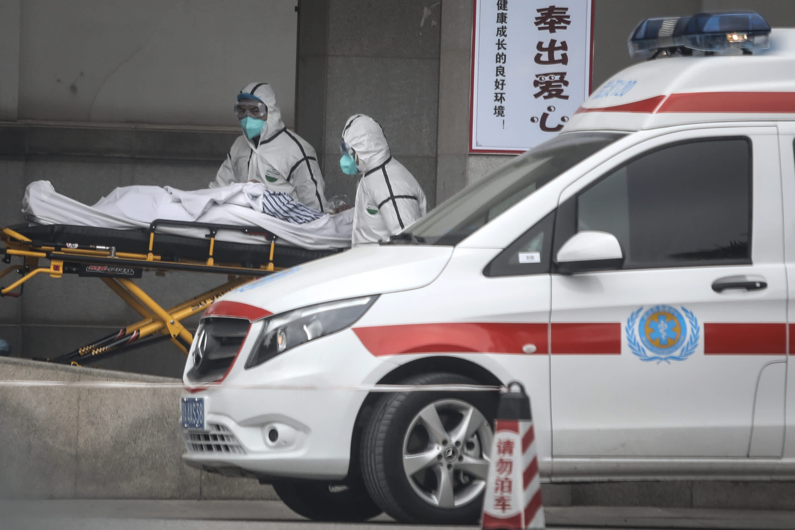 China confirms some 140 new cases of Sars-like virus ahead of peak travel season
