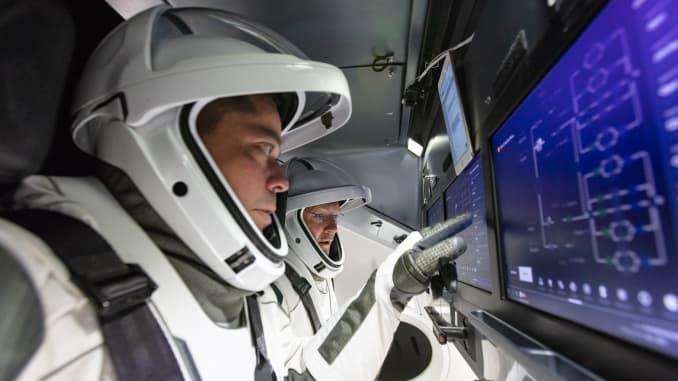 H/O: NASA astronauts inside SpaceX Crew Dragon 200717 EC