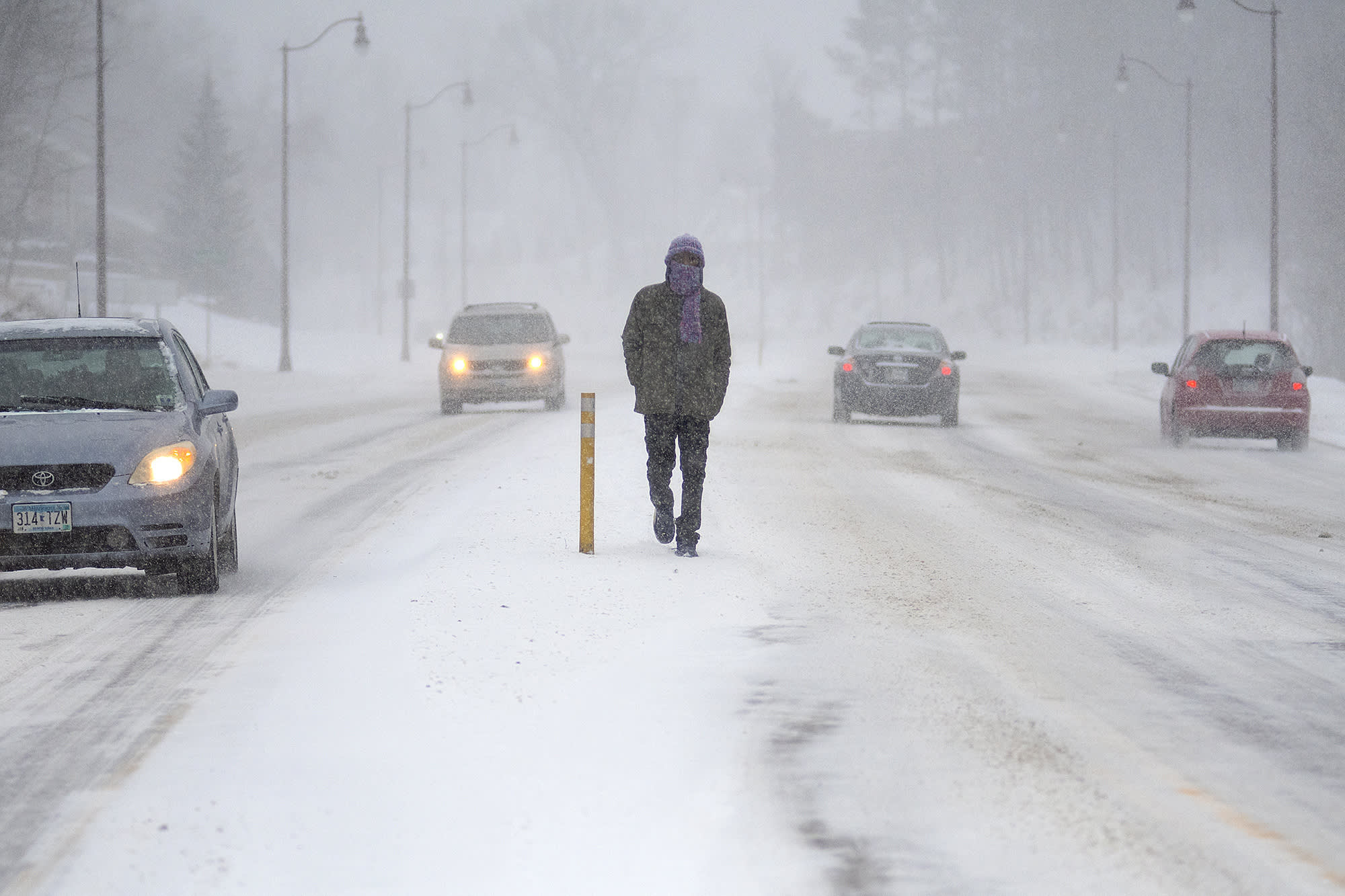 Winter storm sweeps Midwest and Northeast, bringing snow and ice