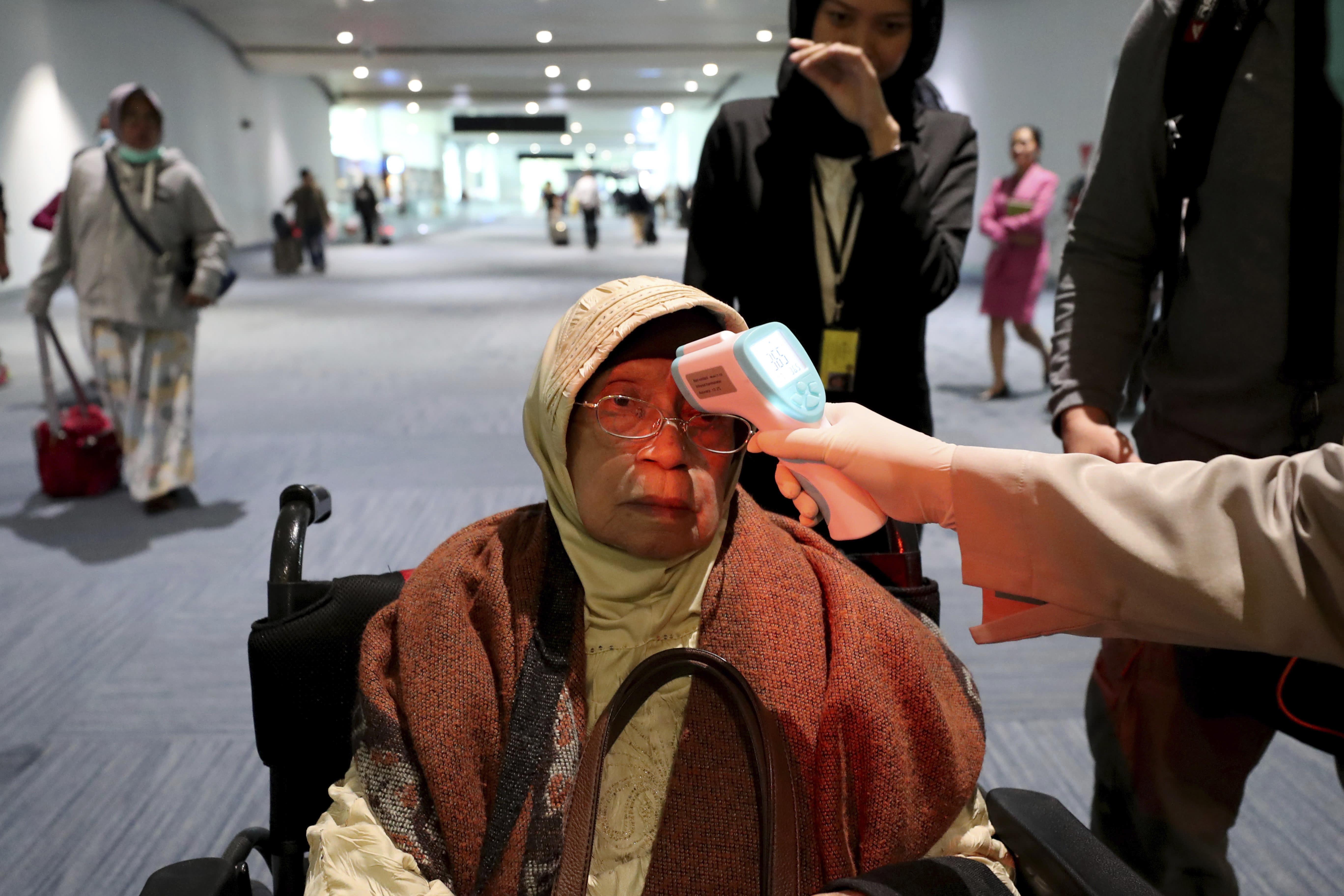 China coronavirus deaths rise to 17, heightening global alarm