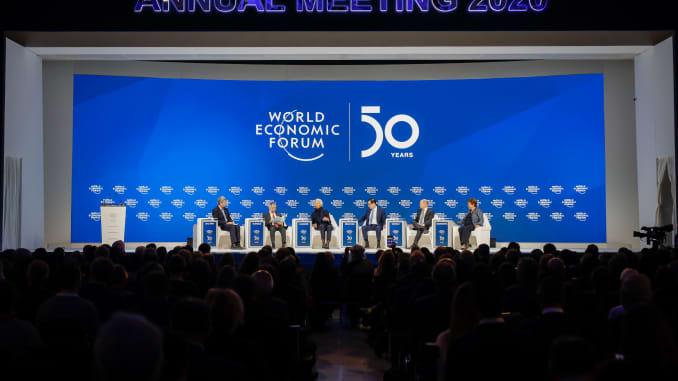 Sesi panel pada hari penutupan World Economic Forum WEF di Davos, Swiss, pada Jumat, 24 Januari 2020