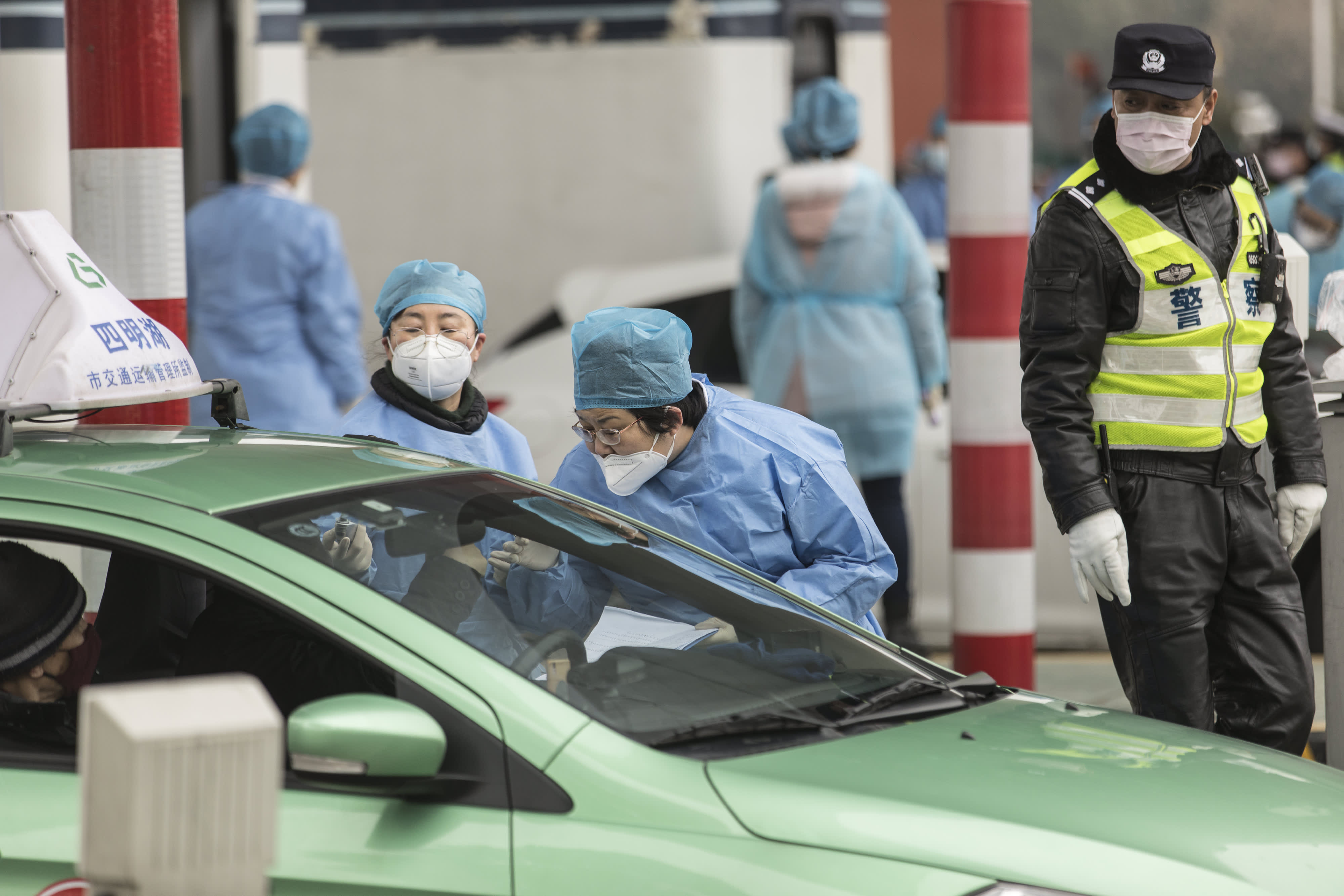 Coronavirus live updates: China says death toll hits 213, confirmed cases rise to 9,692