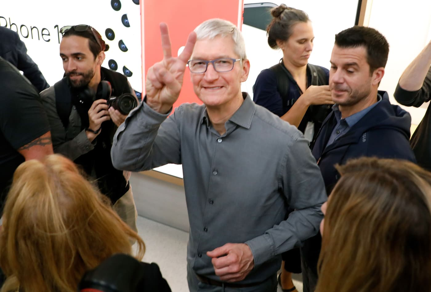 Apple announces 4-for-1 stock split