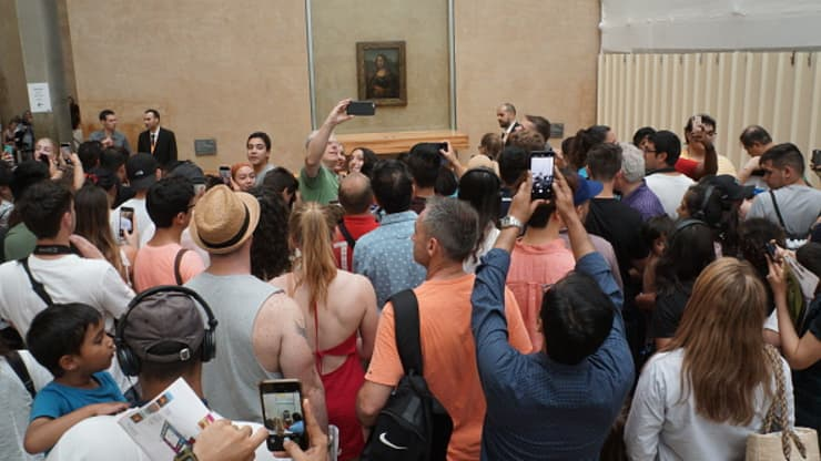 GP: Mona Lisa crowds 200130