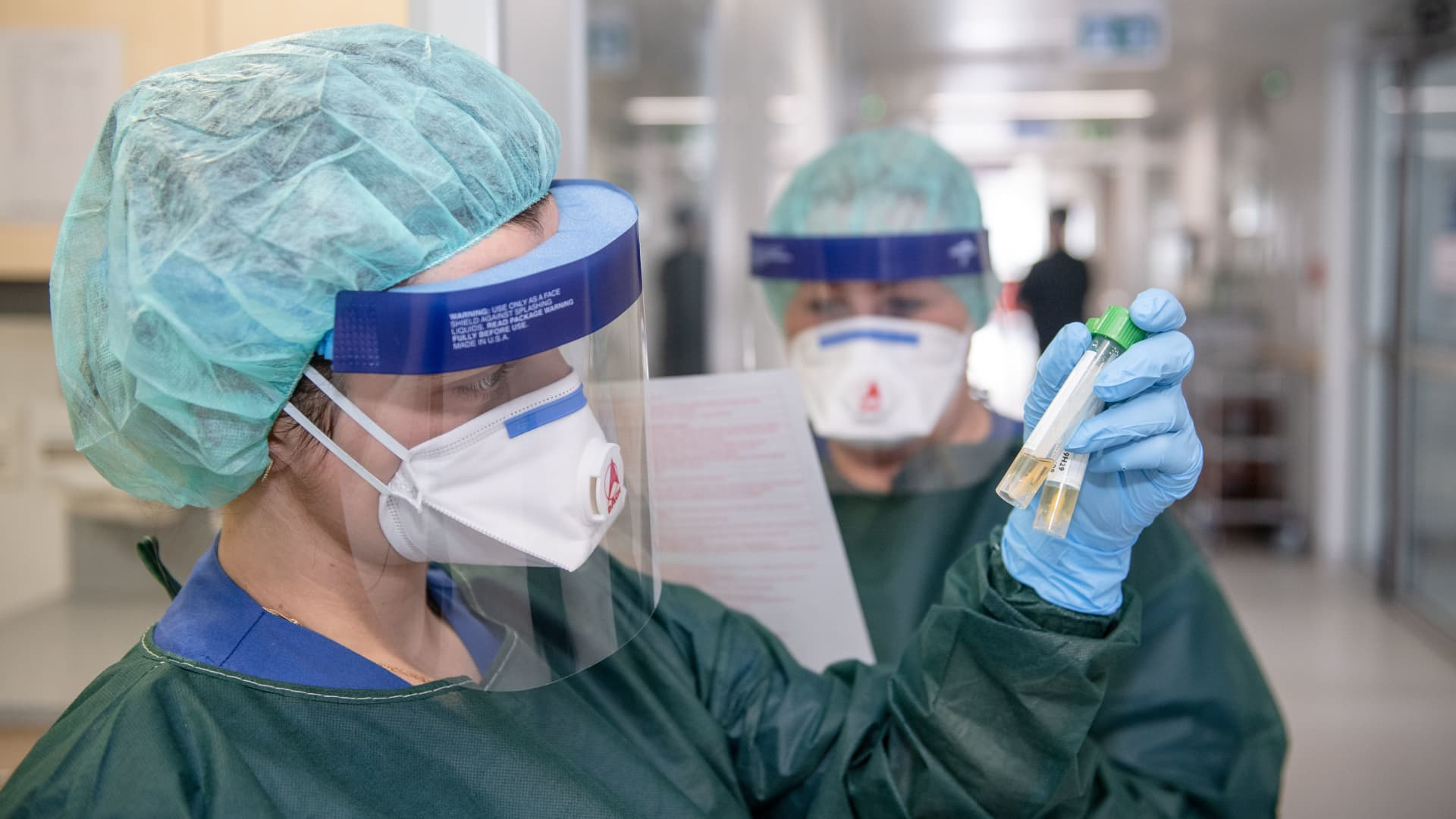 Kübra Yilmaz and Canan Emcan, nurses of the infection ward of the university hospital, in protective clothing and behind a breathing mask, look at two smear tubes and the corresponding virology certificate. In Essen, the city and university hospital feel well prepared for patients infected with the novel coronavirus.