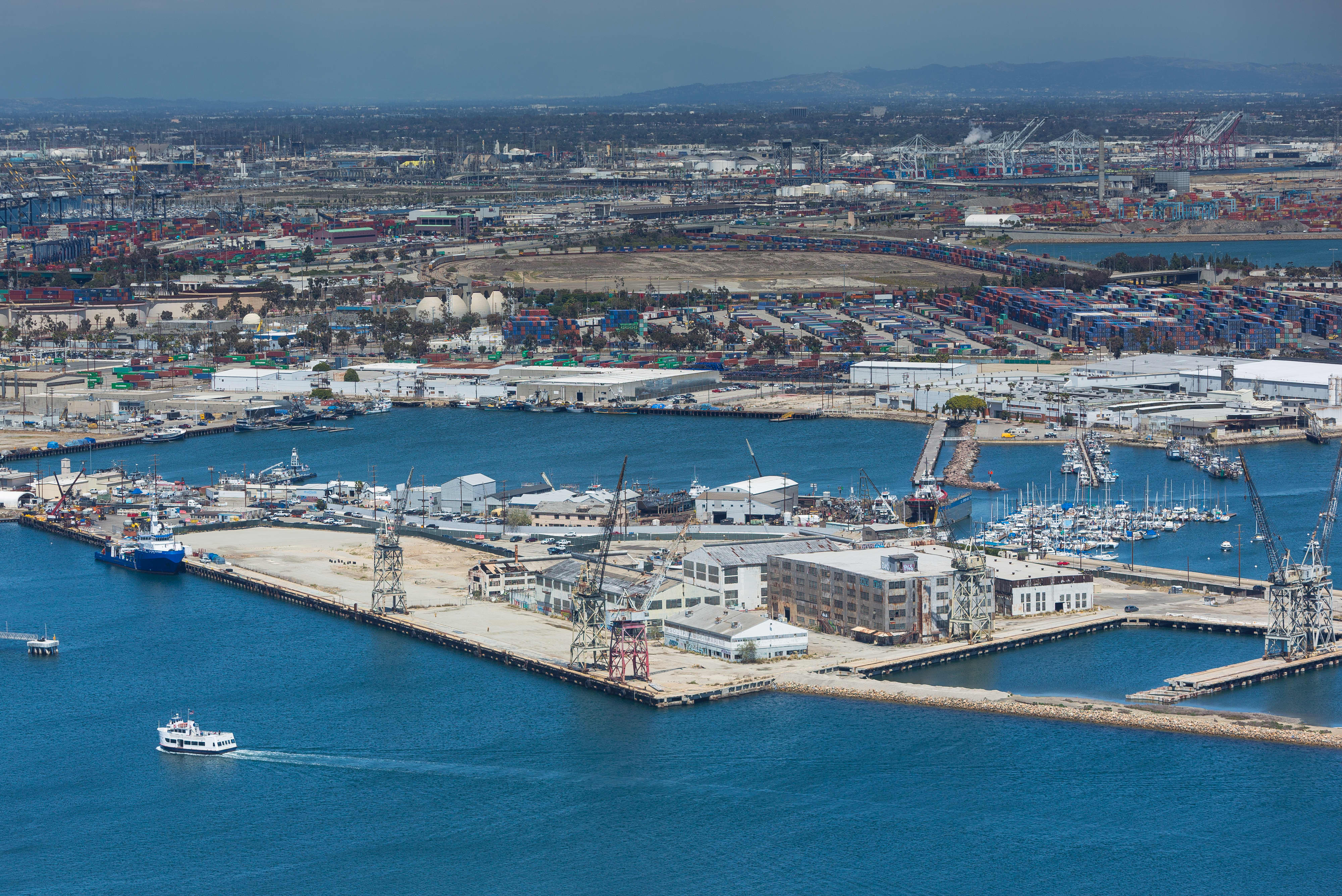 SpaceX restarts negotiations to build its Starship rockets in the Port of Los Angeles