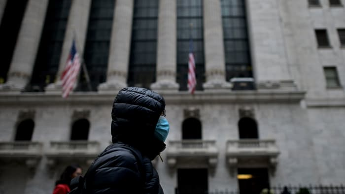 As bond yields rise, Jim Cramer shrugs off inflation fears roiling stocks