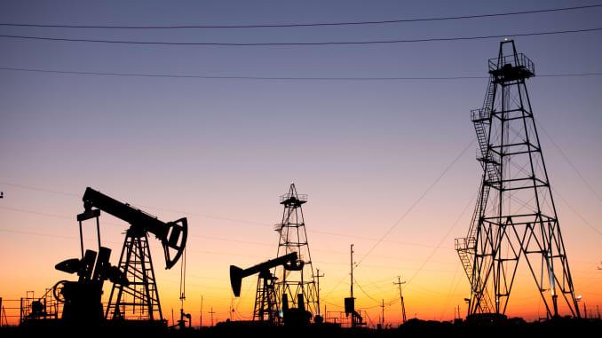 GP: Oil production as sun sets