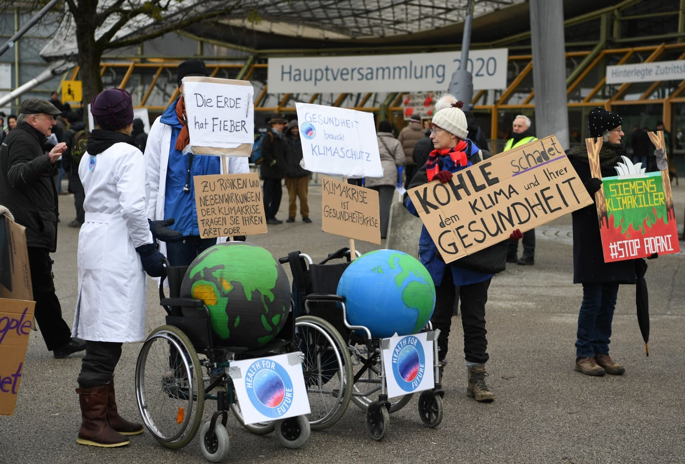 Siemens reports slight profit fall as climate activists target annual meeting