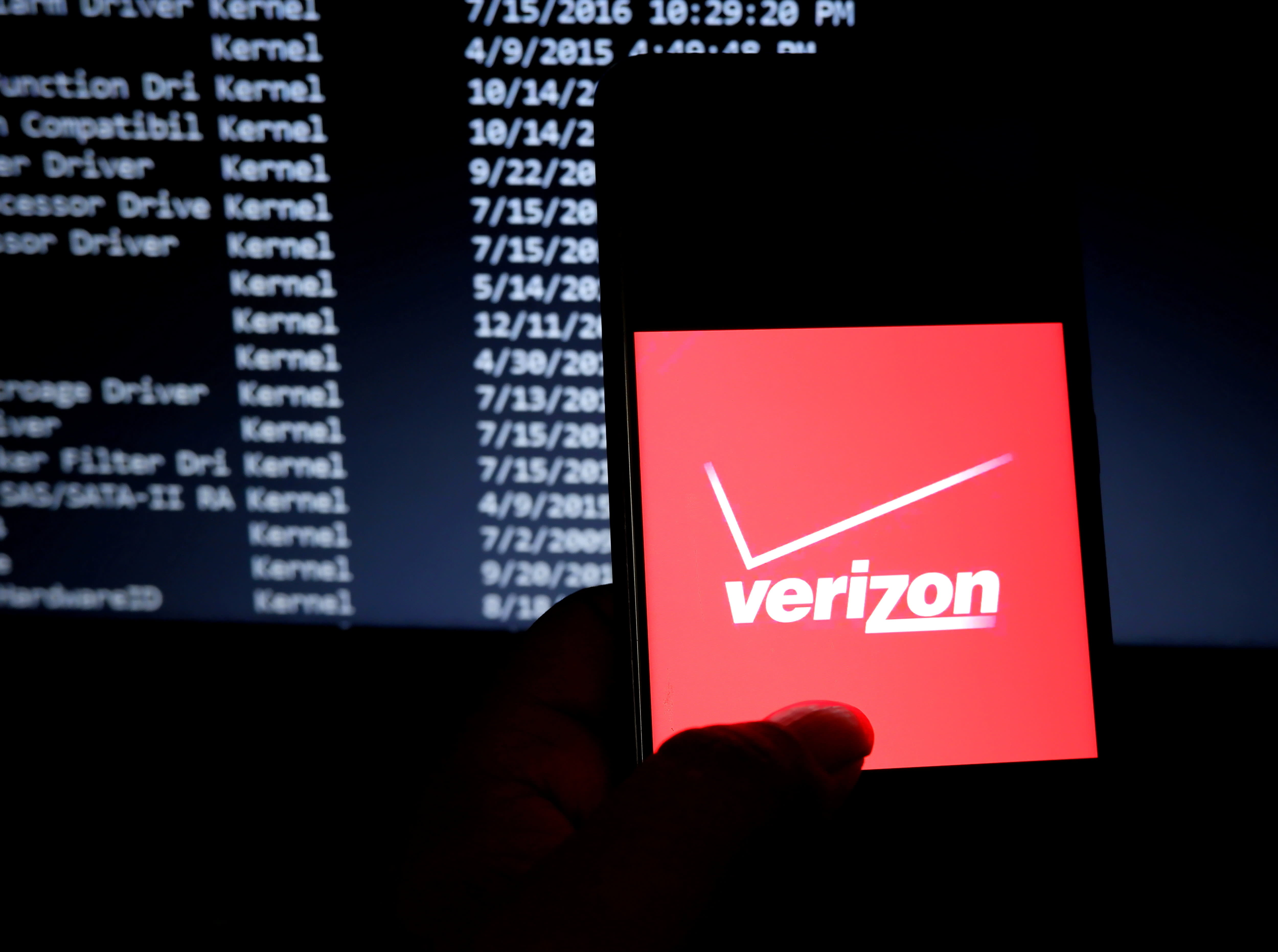 Verizon partners with Amazon to use tech giant's satellite internet system for rural broadband