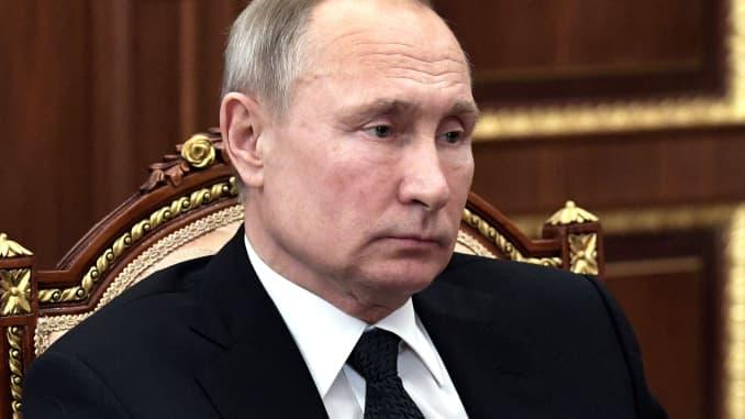 Putin Is Being Protected From Coronavirus Around The Clock Kremlin Says