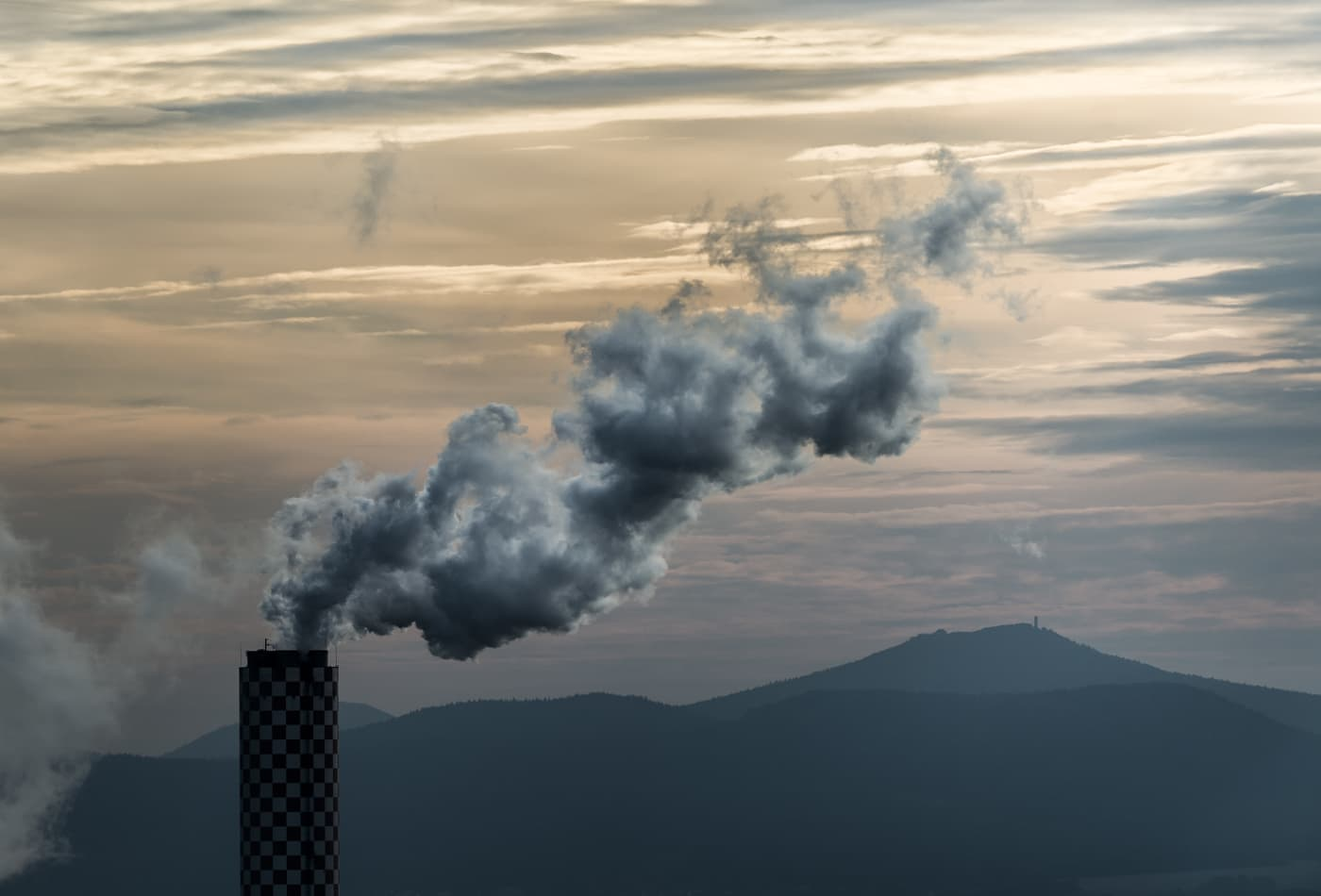 Energy-related CO2 emissions 'flatlined' last year, IEA says, raising hopes about climate