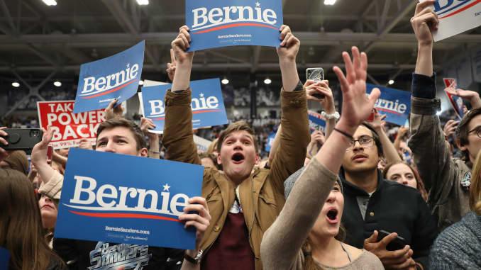 GP: Bernie Sanders Campaigns In NH 200210