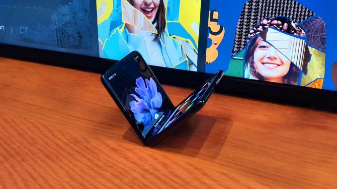 CNBC: Samsung Galaxy Z Flip 3
