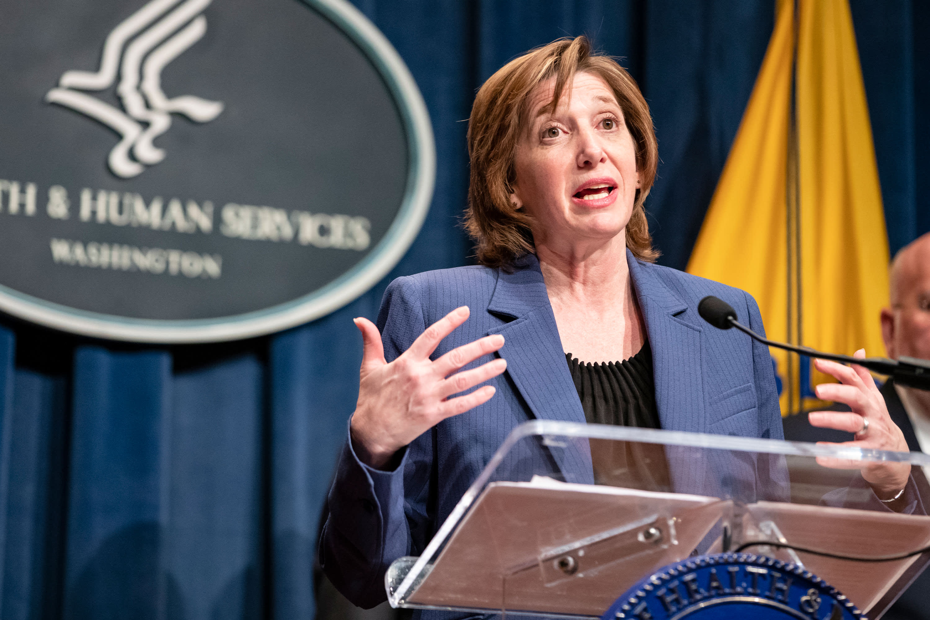CDC official who issued early warnings about the threat of Covid will resign - CNBC