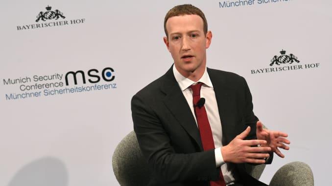Pendiri dan CEO Facebook Mark Zuckerberg berbicara selama Konferensi Keamanan Munich ke-56 di Munich, Jerman selatan, pada 15 Februari 2020.