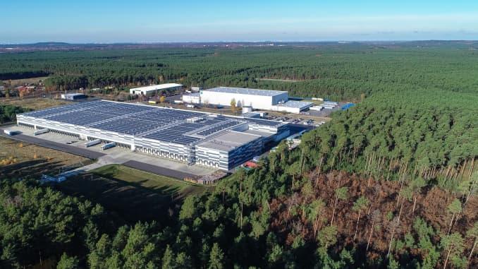 Trung tâm giao thông vận tải hàng hóa ở vùng Gruenheide phía đông Berlin. Tesla có kế hoạch xây dựng Gigafactory châu Âu mới của mình trong một khu rừng rộng lớn gần đó.