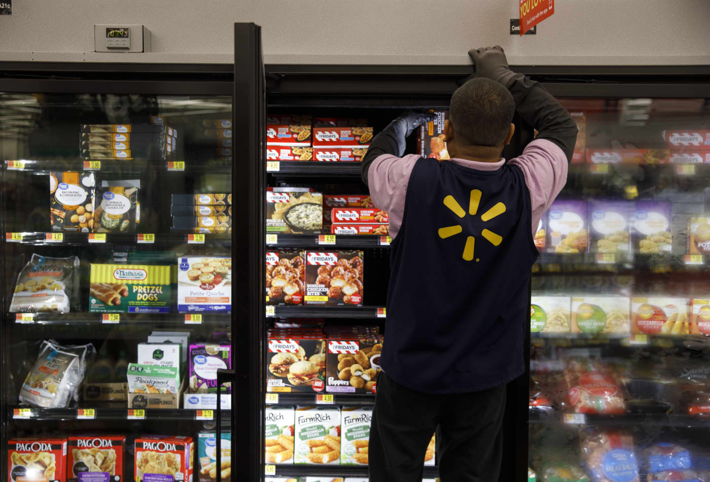 Walmart's grocery business is winning over more affluent shoppers