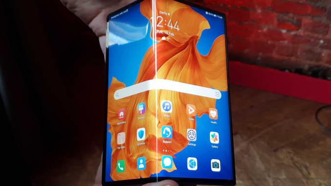 CNBC: Huawei Mate Xs foldable 1