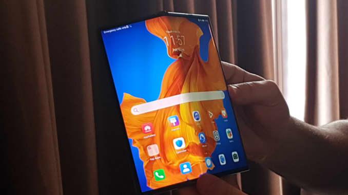 CNBC: Huawei Mate Xs demonstration 1