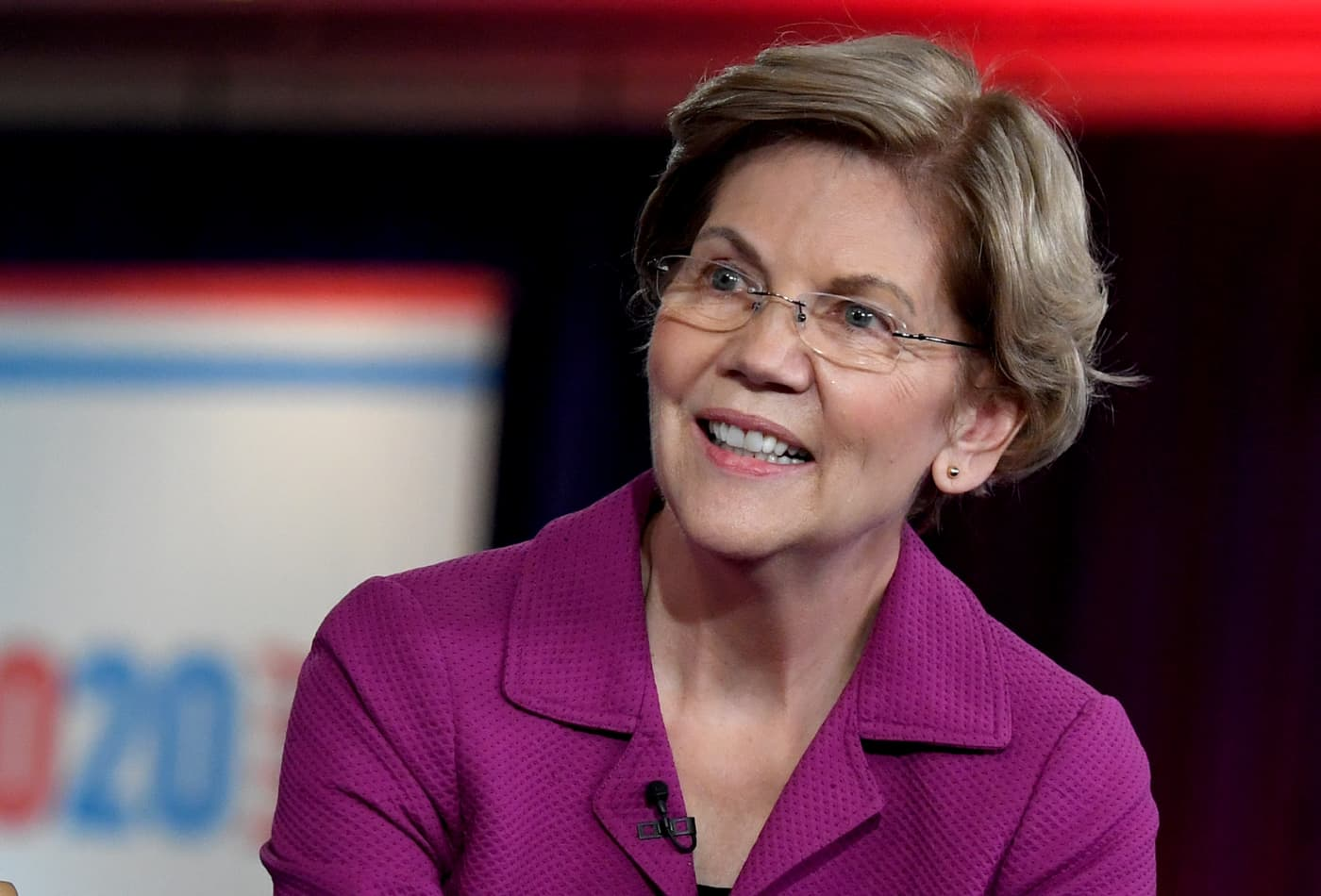 Elizabeth Warren buys full-page ad slamming Sheldon Adelson in his own newspaper day after debate