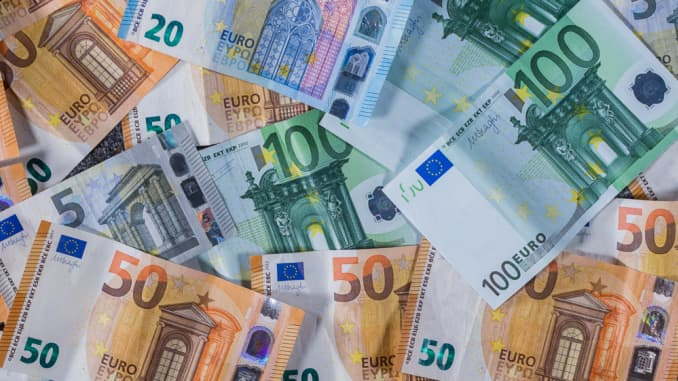 Euro banknotes with different values.