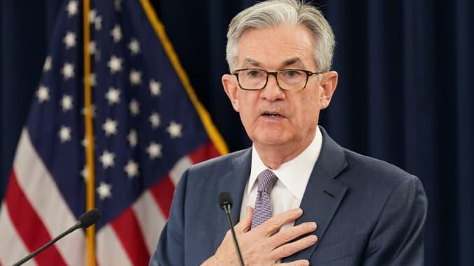 Ketua Federal Reserve Jerome Powell berbicara kepada wartawan setelah Federal Reserve memangkas suku bunga dalam langkah darurat yang dirancang untuk melindungi ekonomi terbesar dunia dari dampak virus korona, selama konferensi pers di Washington, 3 Maret.