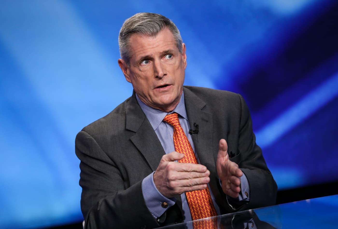 Stocks will bottom before US coronavirus cases peak, top strategist Art Hogan predicts