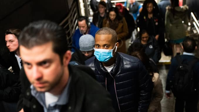 GP: Coronavirus NYC commuters New York Mayor De Blasio Distributes Information On The Coronavirus In Union Square