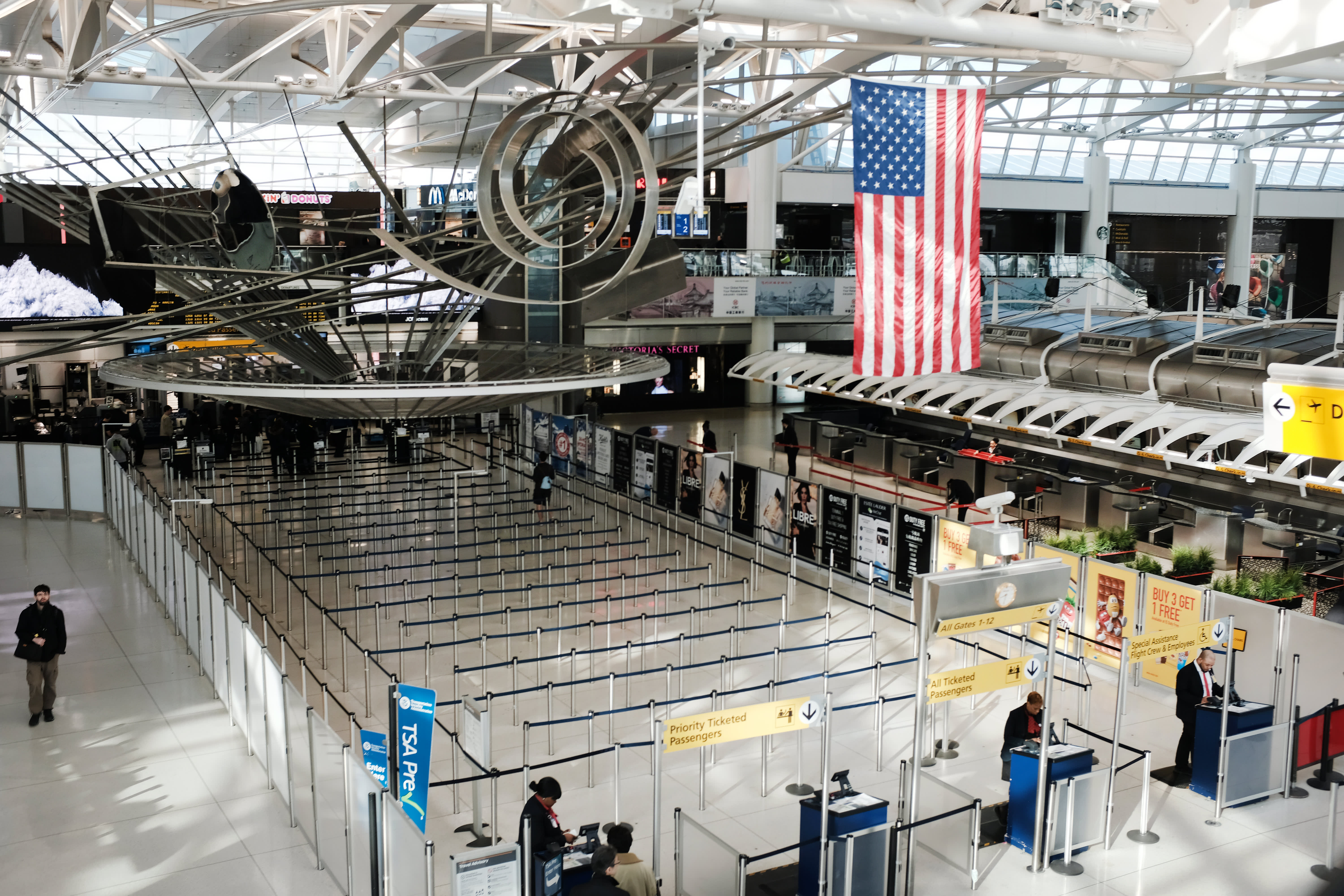 Lawmakers near deal on $25 billion in grants for airlines