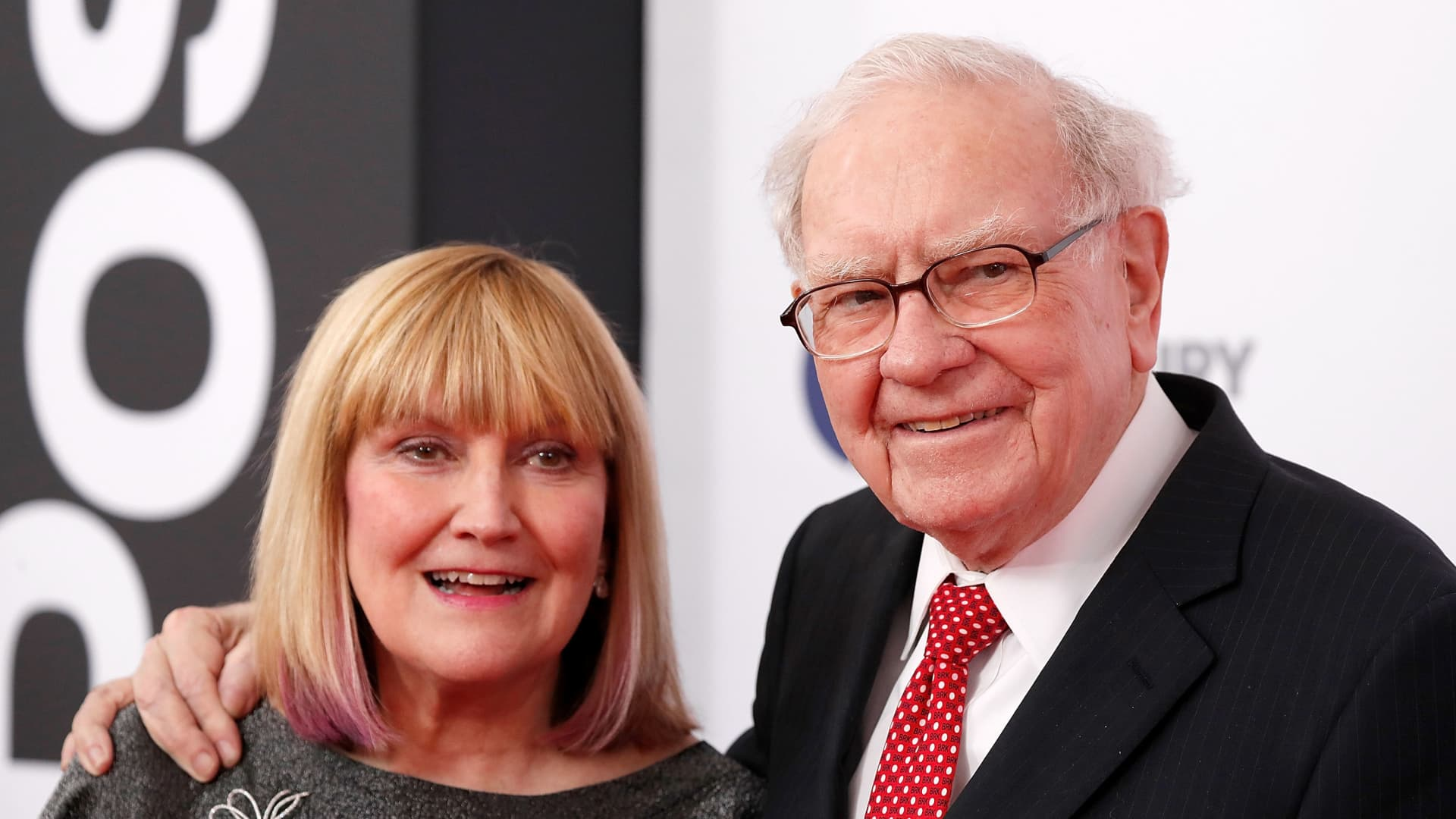 Susie Buffett and Warren Buffett.