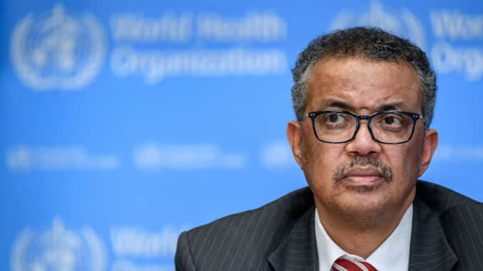 Tổng Giám đốc Tổ chức Y tế Thế giới Tedros Adhanom Ghebreyesus tham dự cuộc họp báo hàng ngày về vi rút COVID-19 tại trụ sở của WHO ở Geneva vào ngày 11 tháng 3 năm 2020.