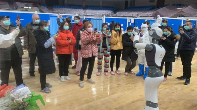 H/O: China Robots coronavirus CloudMinds robot in Wuhan with patients at field hospital