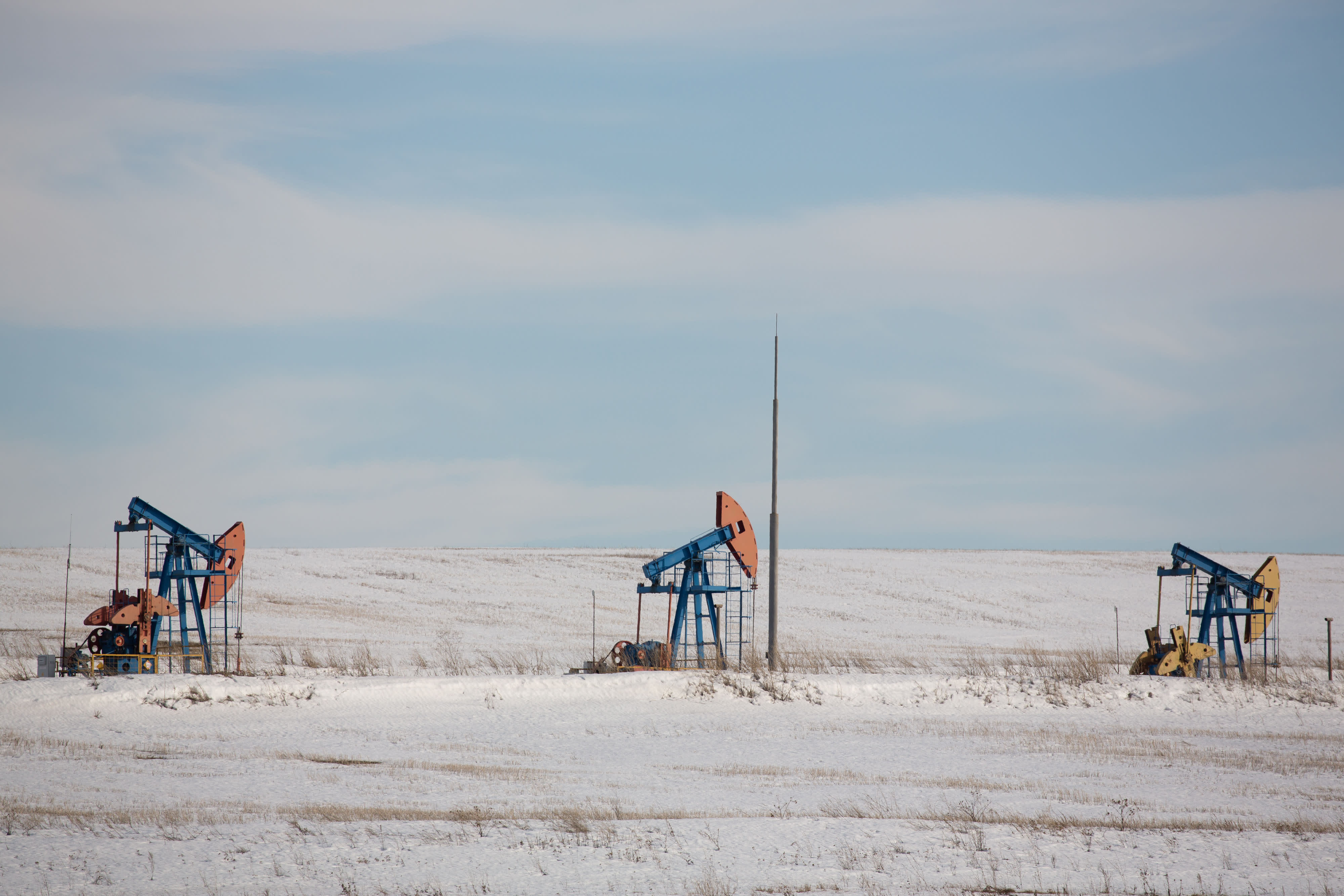 Oil prices slides as U.S. crude stockpile growth heightens oversupply fears