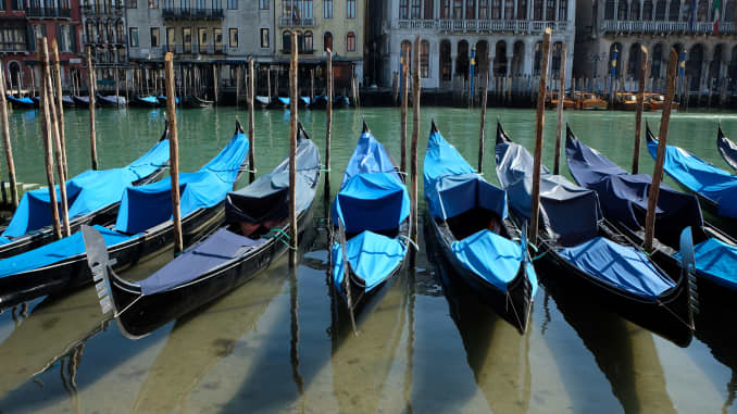 RT: Venice empty canal