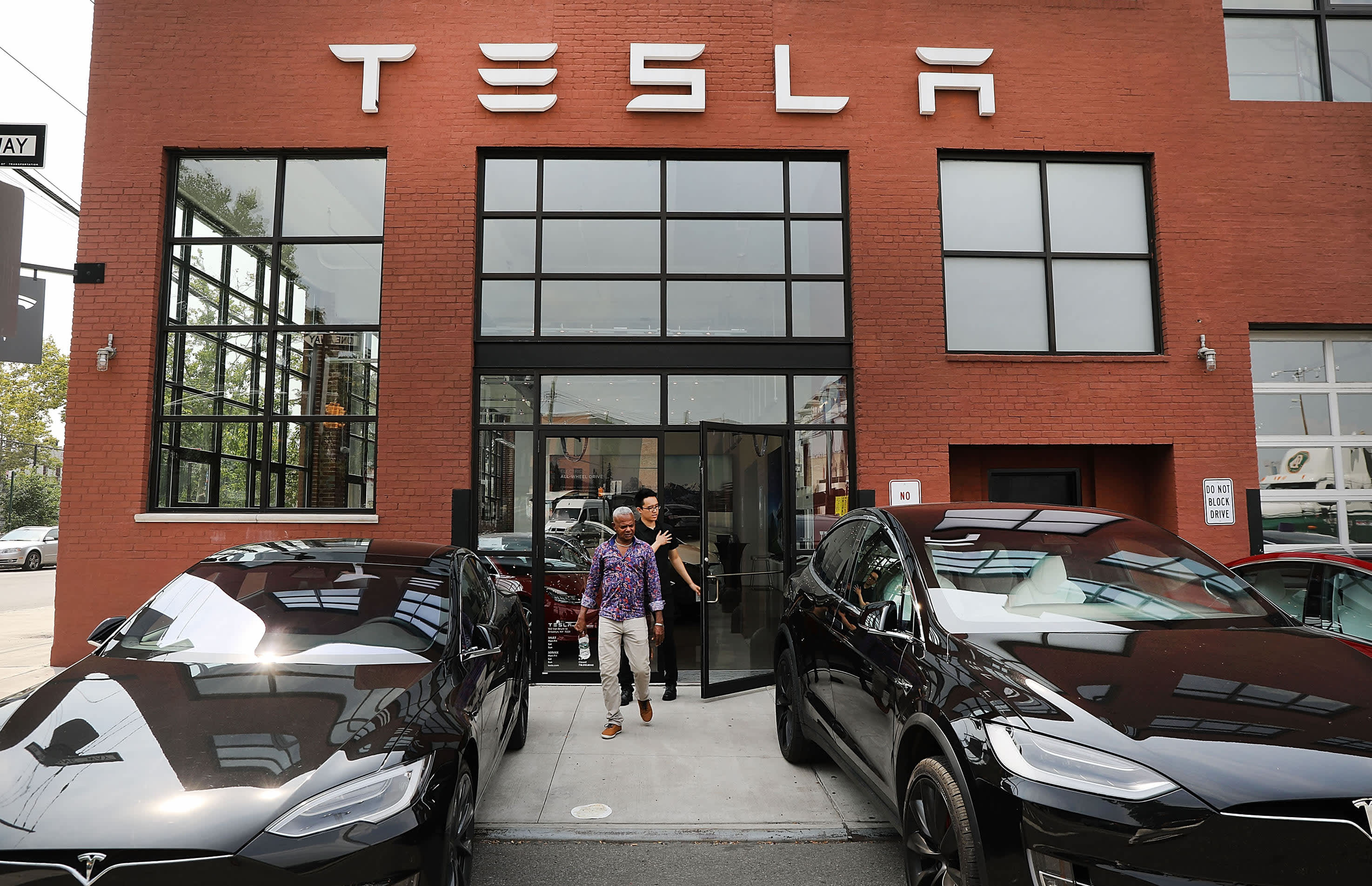Two Tesla employees test positive for COVID-19