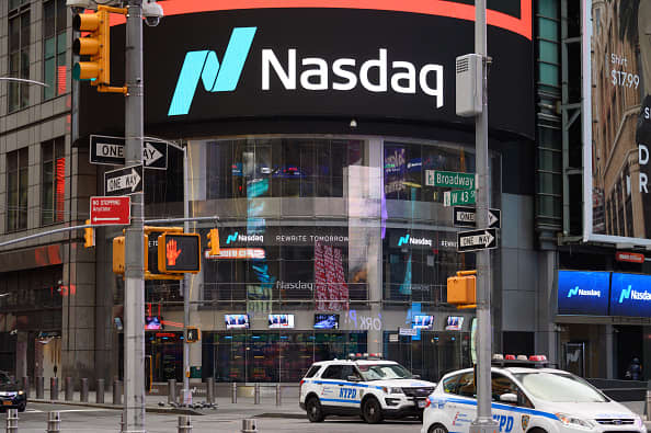 Stock futures flat after technology-led sell-off