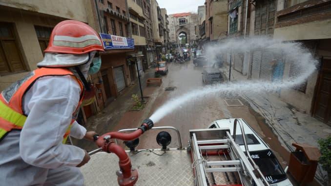 GP: Coronavirus Pakistani Rescue Workers Spray Disinfectant